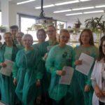 Przyrodnicy w laboratorium chemicznym UWr