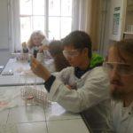 Warsztaty chemiczne przyrodników z Liceum Skłodowskiej